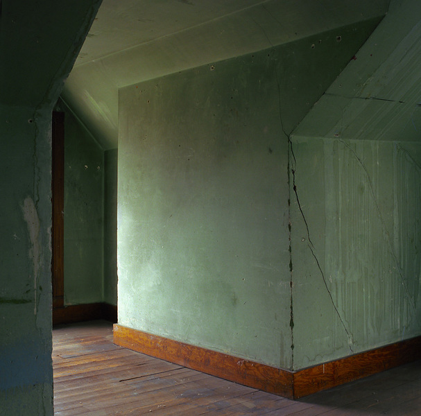 Attic geometry in green plaster